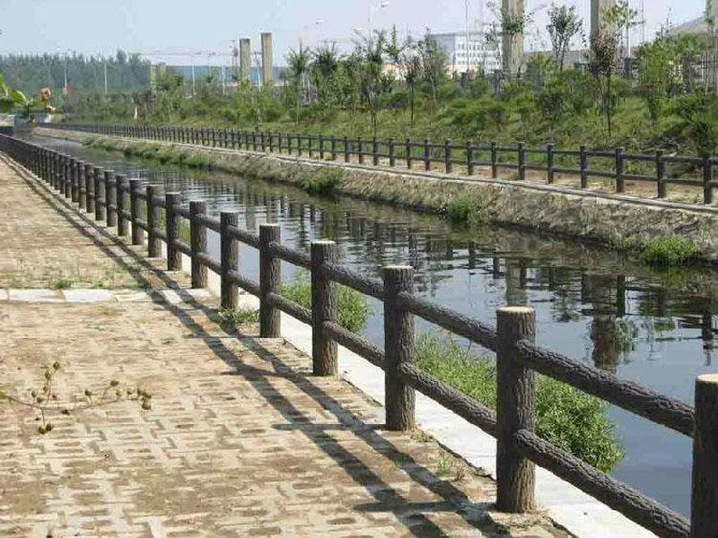 廠家直供仿木護欄批發價格-來正洋水泥羅馬柱制作,買實惠的河提仿木護欄