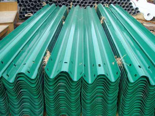重庆市铭冠波形护栏板可靠供应商推荐-混泥土墩生产厂家