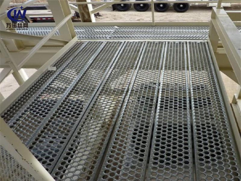 不锈钢车辆登梯鱼眼防滑板--万诺丝网