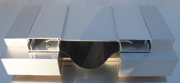 阿克蘇外墻變形縫_買性價比高的新疆建筑變形縫優選冀衡發彩鋼