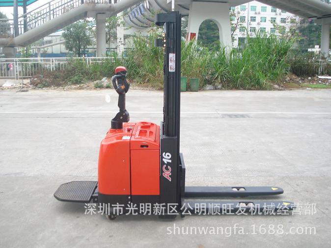 潮州倾销出售光明站驾式堆高车-深圳专业公明全电动搬运车供应