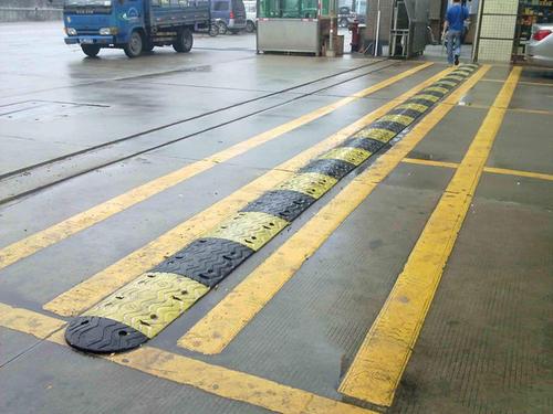 怀化减速带厂家批发|性价比高的减速带当选湖南航旗交通设施