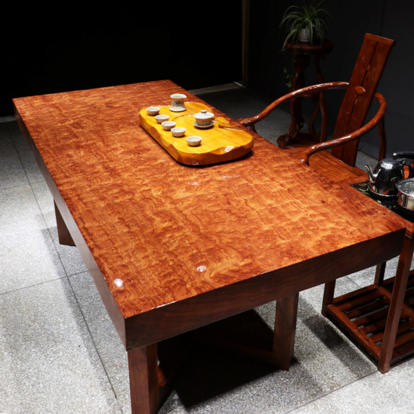 时尚巴花大板桌,近期热销的巴西花梨木实木大板桌。