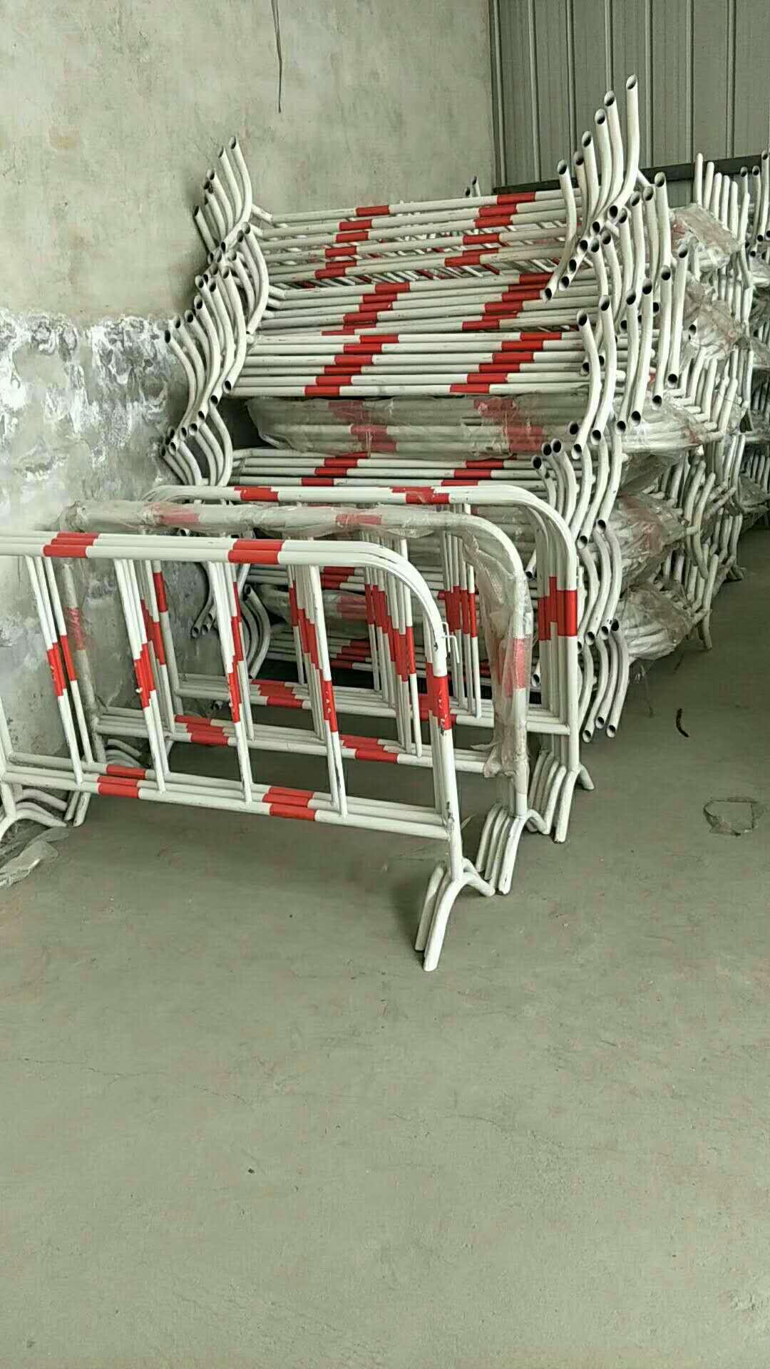铁马挪动护栏-供给兰州及格的铁马护栏