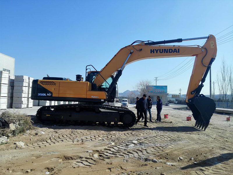 现代R350LVS挖掘机