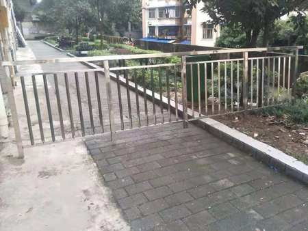 重庆二合一门窗厂家地址-重庆实惠的展瑞栏杆定制哪里找