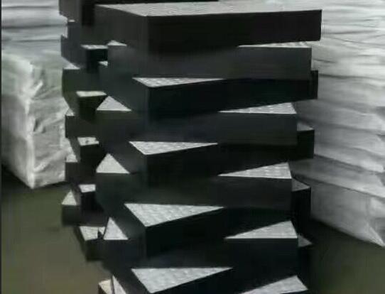 聚四氟乙烯滑动支座供应商-润鑫橡胶制品供应专业的聚四氟乙烯滑动支座