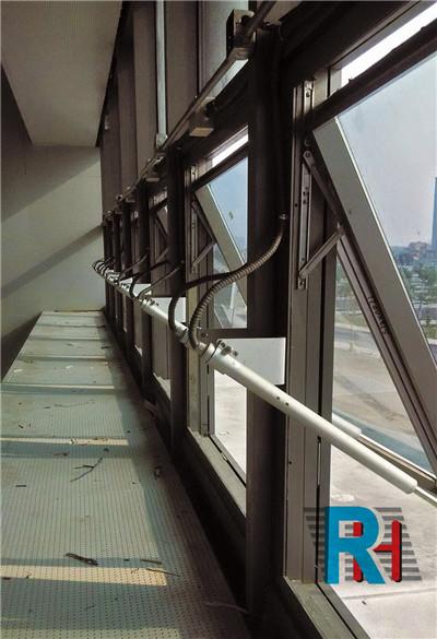 螺桿式開窗器