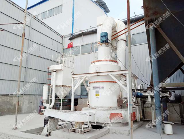 通州新型礦石粉碎機HCQ1500高嶺土325目雷蒙磨粉機