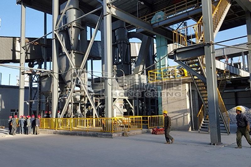 桂林鸿程HC1700纵摆磨粉机矿石粉碎雷蒙磨大型煤磨机