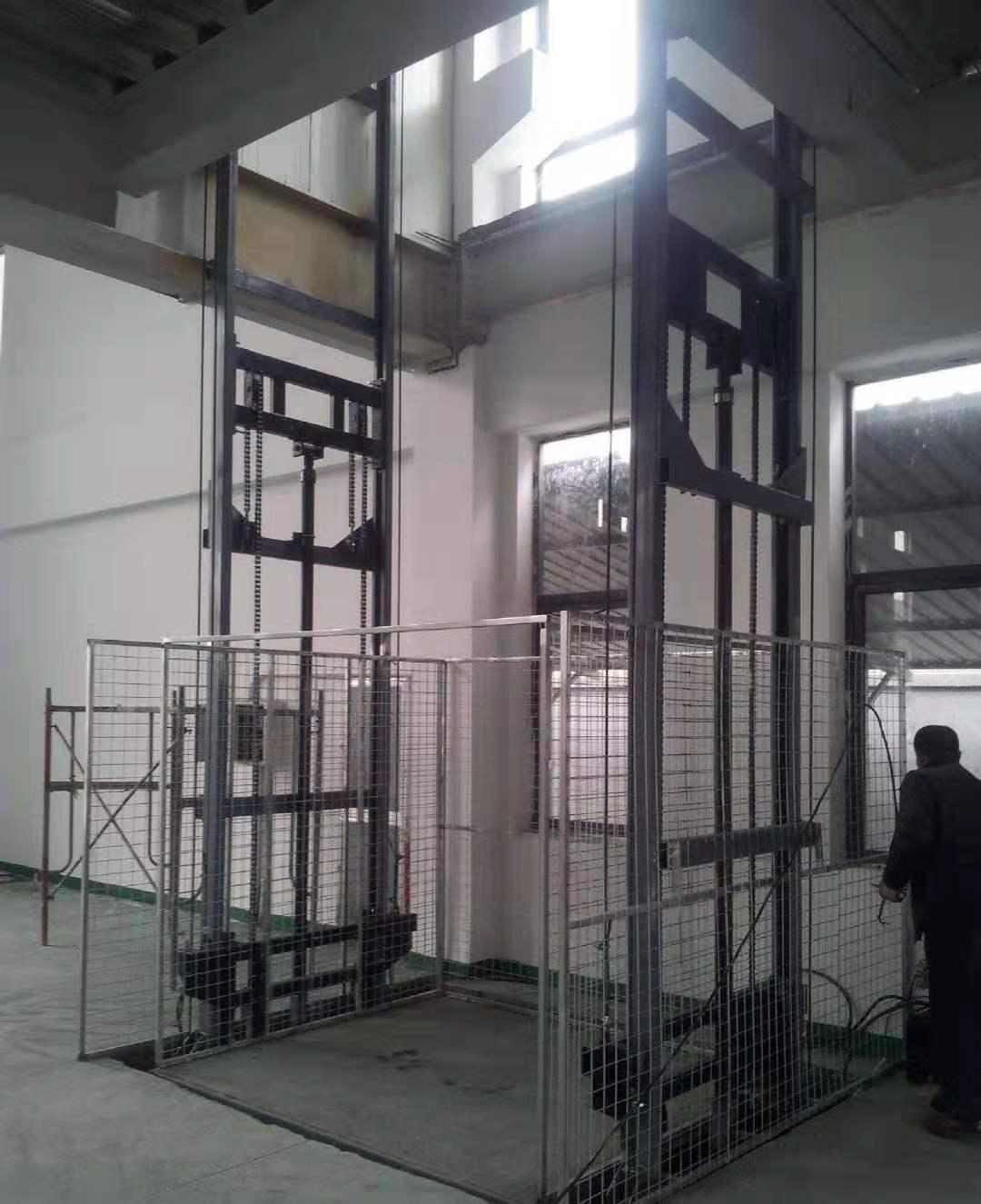 吉木乃轨道式升降货梯-选好用的工厂轨道式升降货梯-就到乌鲁木齐鸿丰瑞达