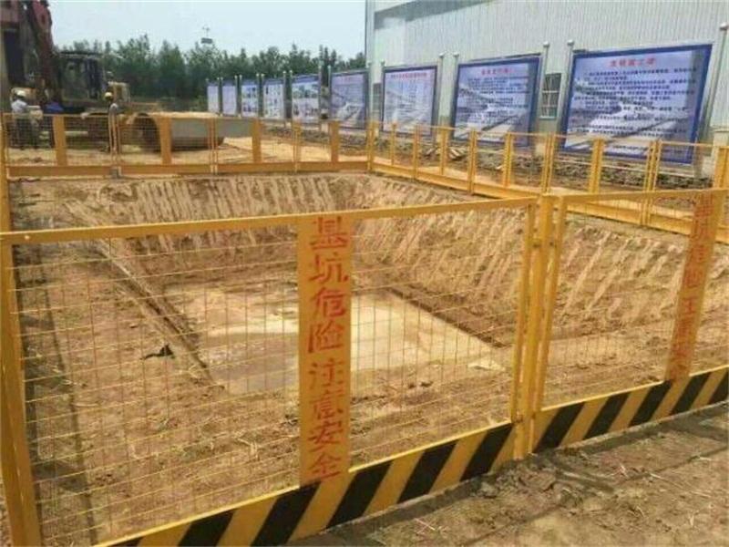 价格合理的广西电梯井口防护栏_南宁价格合理的工地安全门出售