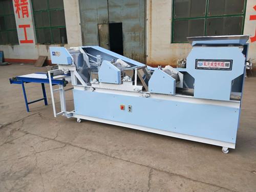邢台金瑞通机械厂生产的五组爬杆面条机操作简单、价格不贵