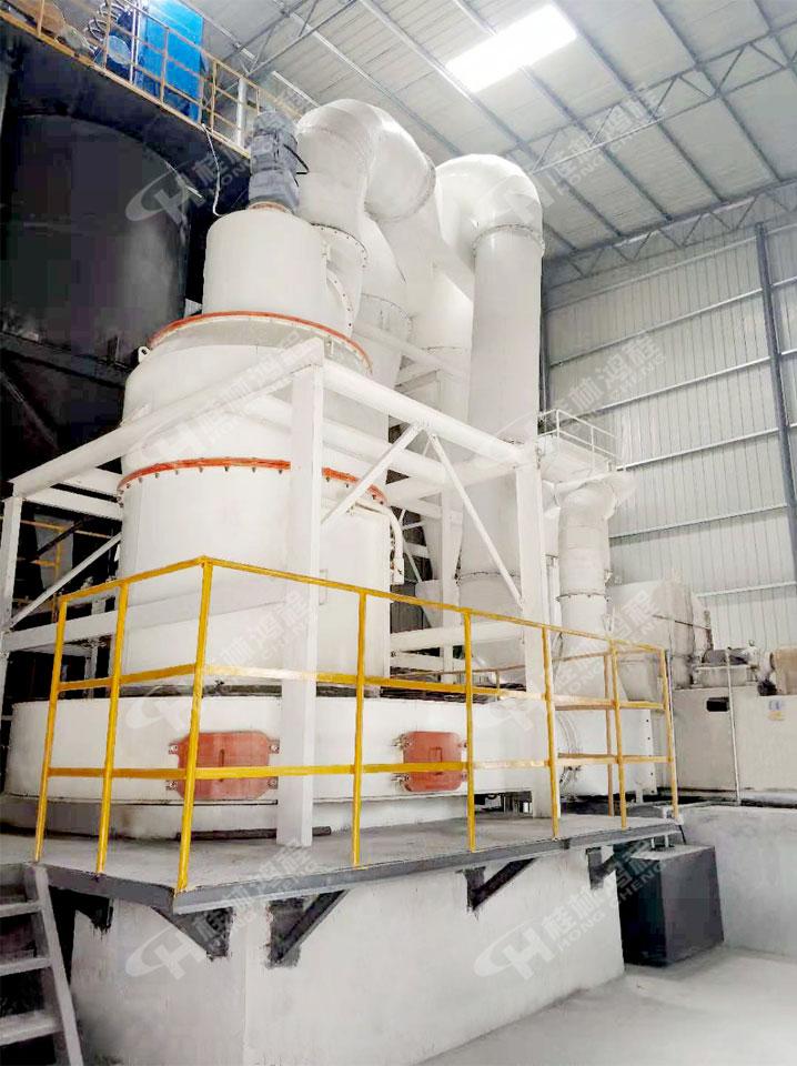 新型节能雷蒙磨粉机低价销售|广西煤矸石磨粉机厂家特色