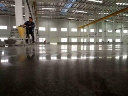 水泥自流平施工_锦州名匠装饰装修公司 锦州旧水泥地面修复翻新