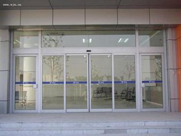 石家庄透明玻璃门|耐用的玻璃门当选壹森装饰