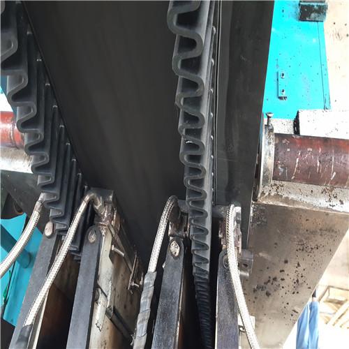 特色大倾角挡板输送带-供应山东高性价大倾角挡边输送带