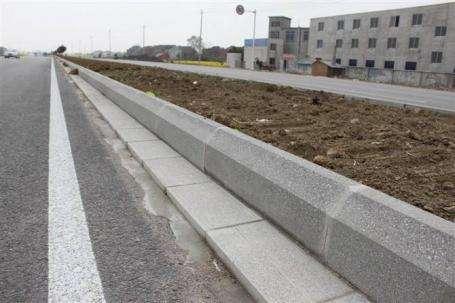 哪里有水泥路沿石工廠_南平水泥路沿石廠家_瑞奇專業生產路沿石