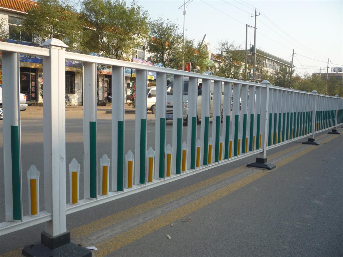 和田公路护栏厂家-沃森永恒城市景观设施供应实惠的新疆道路护栏