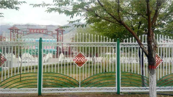 和田公路护栏生产厂家_新疆口碑好的新疆道路护栏生产基地