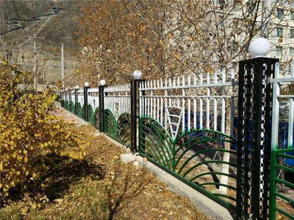 和田公路护栏生产厂家-新疆哪里供应的新疆道路护栏价格优惠