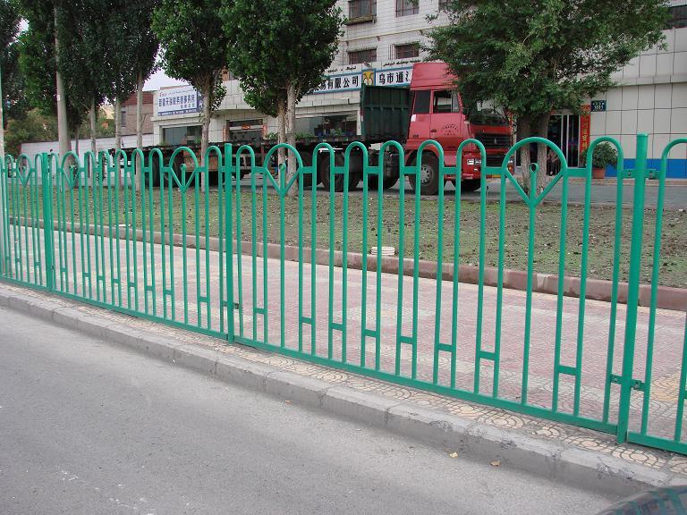 阿勒泰道路隔离护栏-乌鲁木齐划算的新疆道路护栏哪有卖