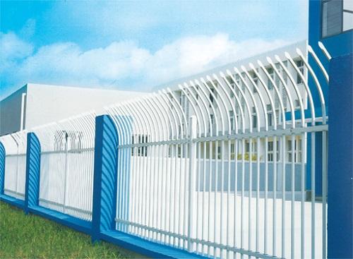 和田草坪锌钢护栏-信誉好的新疆锌钢护栏供应商当属沃森永恒城市景观设施