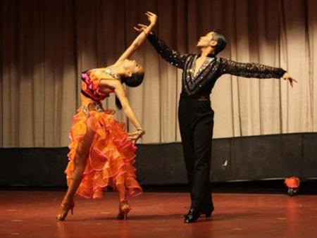西安拉丁舞培訓哪家好_西安舞蹈培訓找新樂動教育_專業可靠