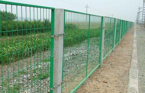 库尔勒高速公路防护网-划算的新疆防护网批发