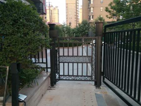 郑州厂家直销-到哪购买实惠的厂家栅栏平开门