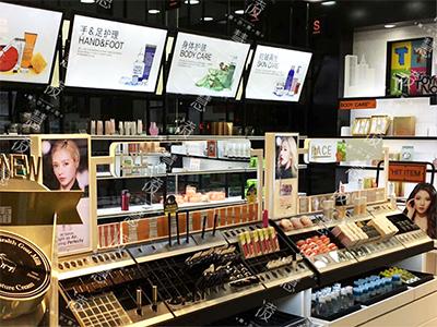 西宁服装展示柜咨询|有信誉度的化妆品展示柜厂家就是上海凌慧展示策划