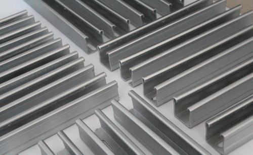 宁夏C型钢-宁夏东鼎钢结构有限公司