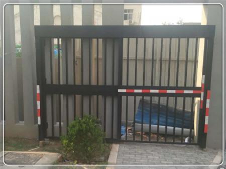 郑州小区通道自动门供应厂家-荣锋科技供应划算的小区人行通道门
