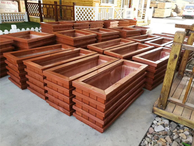 湖南怎么挑选花箱-品质木质花箱现货供应