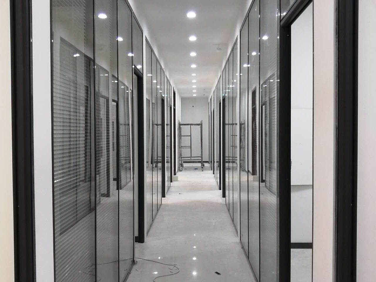 蘭州玻璃百葉隔斷-蘭州大型隔斷工程找哪家