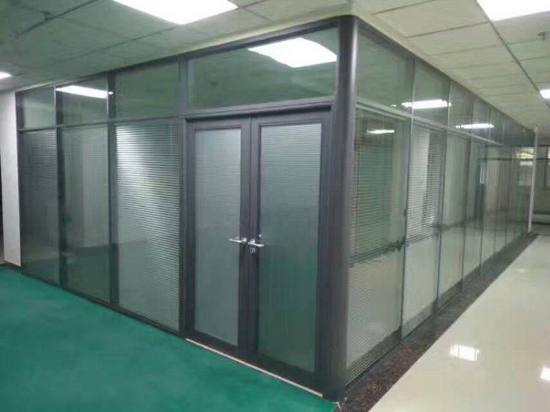 甘肅玻璃百葉隔斷-蘭州大型隔斷工程當選甘肅艾尚空間裝飾材料