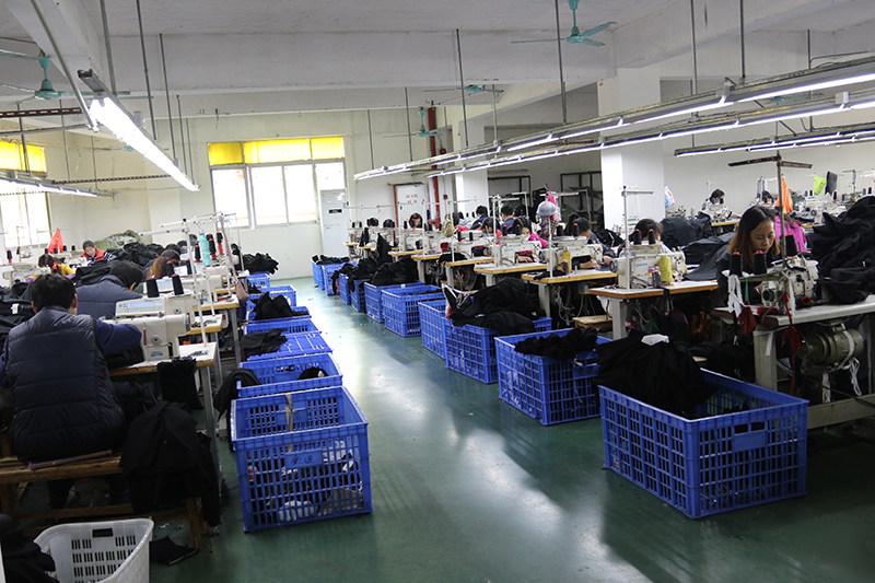 连帽款羽绒服生产厂家-厂家长期供应品牌羽绒服