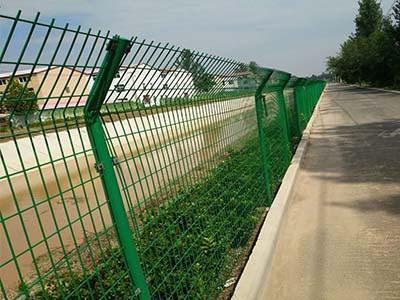 济源护栏网价格-为您推荐启东金属丝网品质好的双边丝护栏网