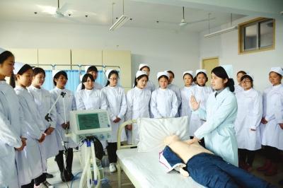 重庆护理学校招生电话
