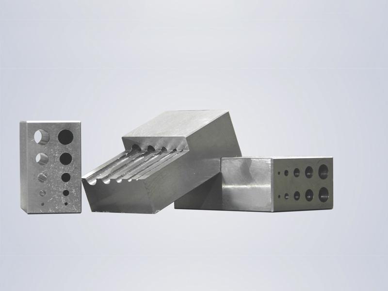 深圳自动立式钻孔机厂家直销/精密立式模具钻孔机/利工科技