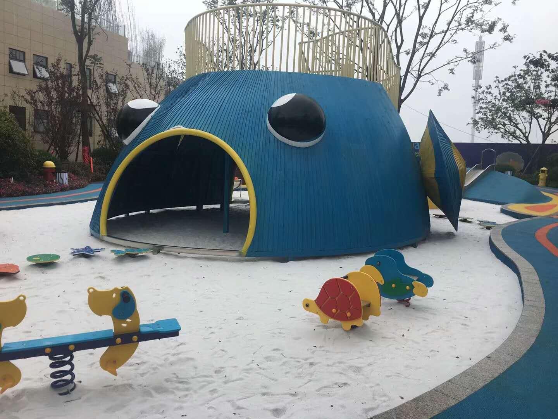 【振兴品牌?#21487;?#22323;原木构造起来的儿童游乐场,疯狂钻洞爬网定制