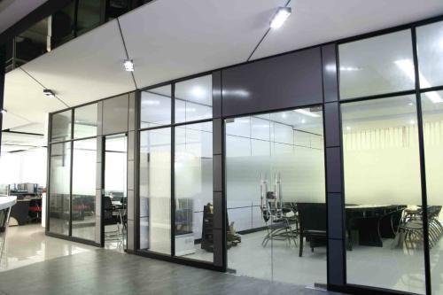 榆林玻璃隔断厂商-选购榆林玻璃隔断就到鑫华玻璃