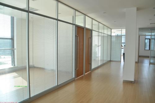 玻璃隔斷哪里找-鑫華玻璃專業供應銅川玻璃隔斷