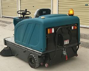 物業駕駛式掃地車批發,愛爾潔環衛設備供應質量好的駕駛式掃地車