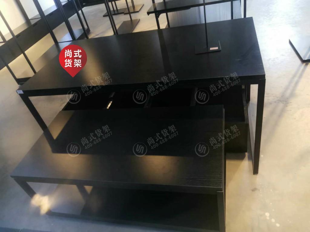 重庆KM时尚男装货架-尚式展业性价比高的卡门时尚男装货架出售