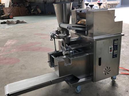 山东饺子机器多少钱?邢台金豪棋牌安卓版机械厂价格便宜