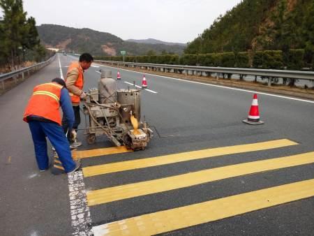 热熔标线施工防止彩色沥青路面受污染的方法
