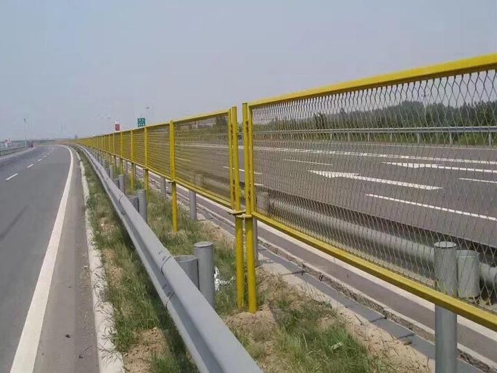 广西公路护栏网直销,铁路护栏网价格
