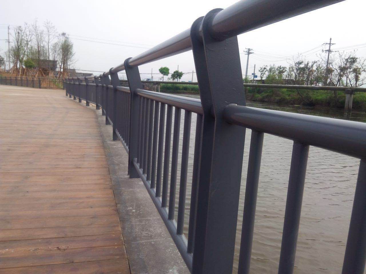 广西交通护栏网-哪里能买到品质好的交通桥梁护栏网