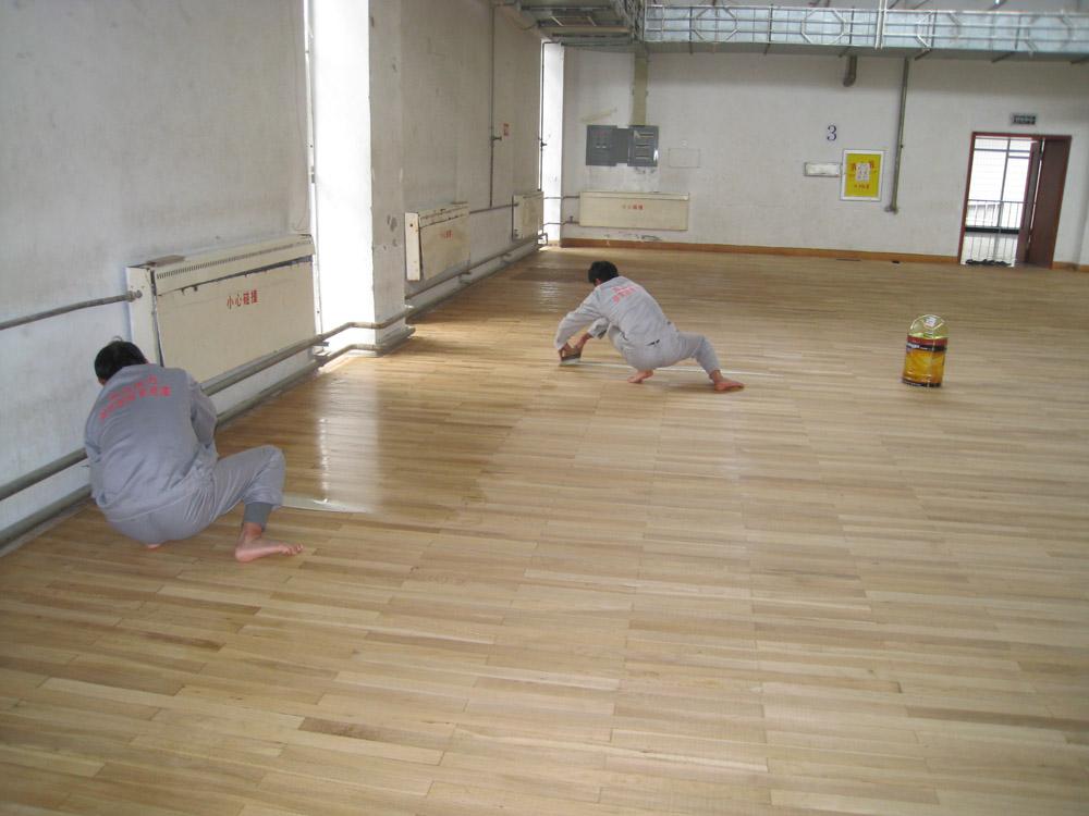 地板翻新山东哪里有 -地板维修多少钱一平